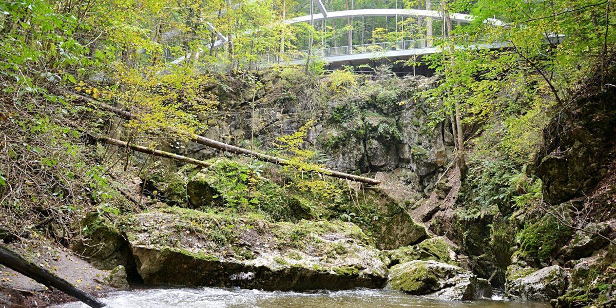 Brücke im Moravina Karst in der Nähe von Holštejn